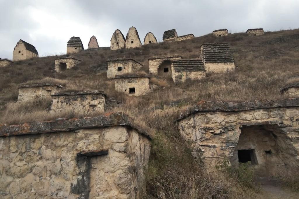 Индивидуальные Экскурсии по Северной Осетии -Даргавс - город мертвых